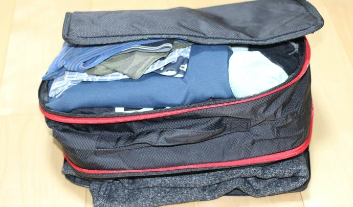 圧縮トラベルバッグにぎゅうぎゅう詰め